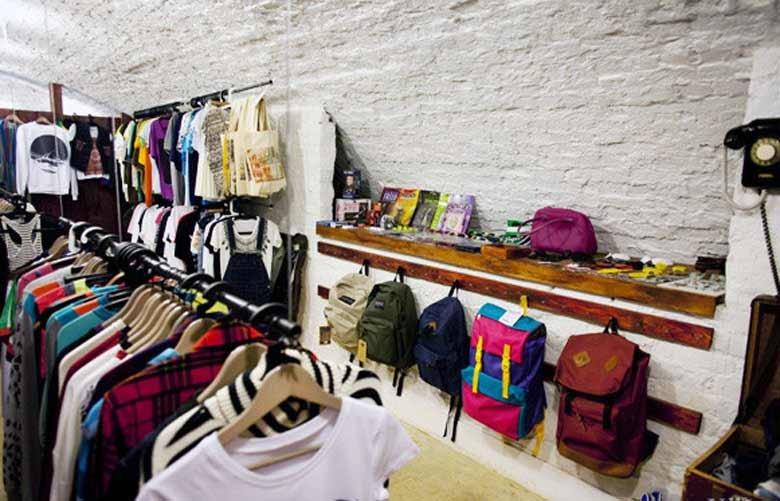 294d5379 Магазин еще и принимает одежду, но по очень строгим критериям. Находится в  самом центре Москвы ...