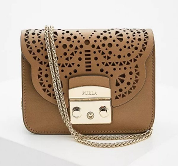 37a353c21084 Геометрические формы, разнообразная модная расцветка, широкий выбор – все  это про женские сумки от Furla. Их самые знаковые модели ...