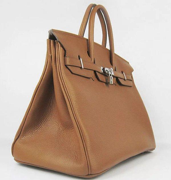 Бренд представил миру свою коллекцию сумок много лет назад, но ни  по-прежнему остаются актуальны в мире моды. Сумки от Hermes – это мечта  каждой женщины. 4ffdd86d516