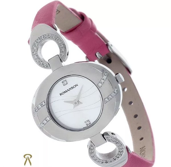 a16067c68523 ... Аксессуары марки вобрали в себя традиции часового искусства и  непревзойденный дизайн. Среди моделей можно найти сверхтонкие часы с  драгоценными камнями, ...