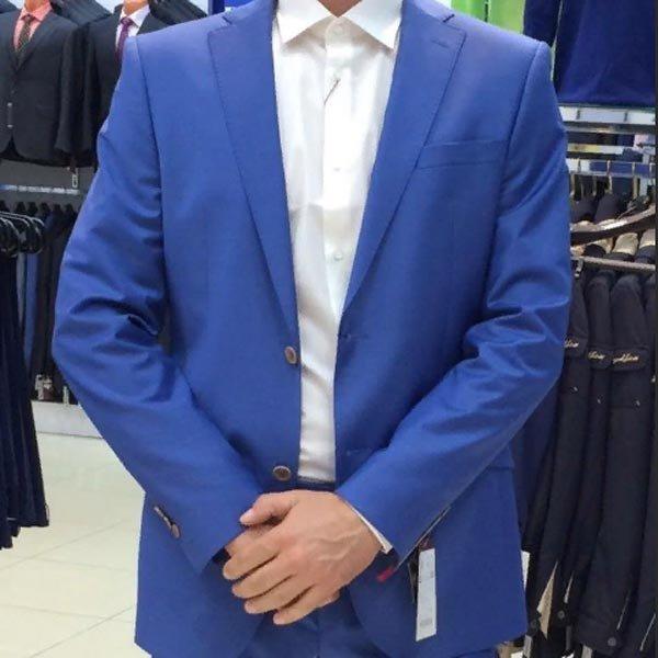 5d5f09f1b758 Компания производит уникальные модели мужских деловых костюмов, которые  воплощают современные модные тенденции и классические традиции.